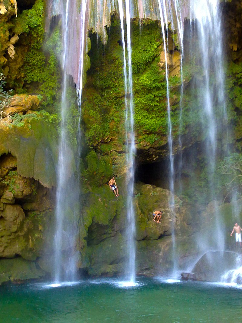 800px-Akchour_the_big_waterfalls_-_National_park_of_Talassemtane