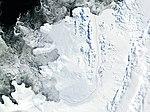 תצלום לוויין של האי אלכסנדר, ומדפי הקרח הסובבים אותו