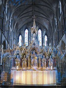 Altar in Worcester Cathedral.jpg