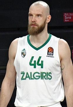Antanas Kavaliauskas 44 BC Žalgiris EuroLeague 20180223 (3) (cropped).jpg