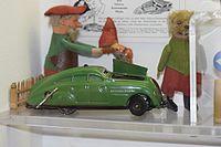 Antique green wind-up toy car (25065073374).jpg