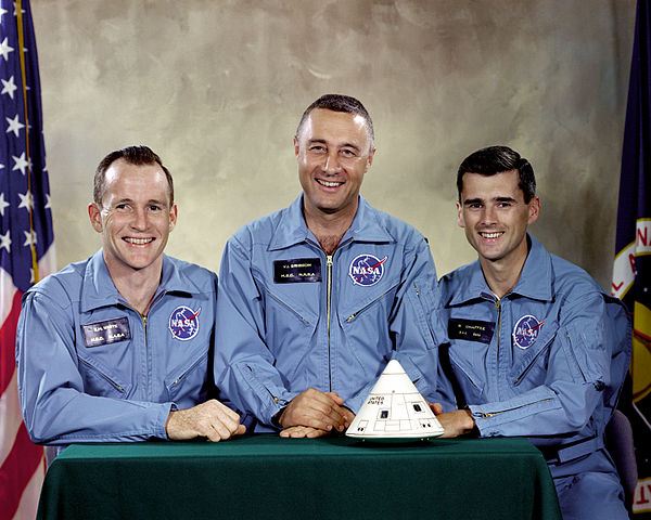 Слева направо: Эдвард Уайт, Вирджил Гриссом, Роджер Чаффи