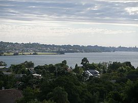 Attadale, Western Australia, with Alfred Cove in foreground, April 2006.JPG