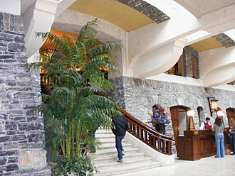 Banff Springs Hotel - Image: Banff grand staircase