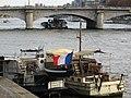 Barco en el río sena.JPG