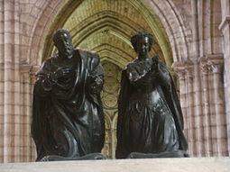 Catalina de Médicis  255px-Basilica_di_saint_Denis_tomba_enrico_II_e_caterina_de%27_Medici_03