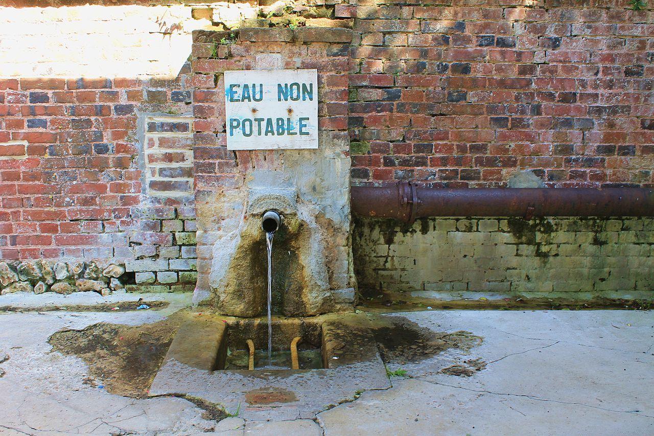 Beaumont-en-Auge fontaine du lavoir.JPG