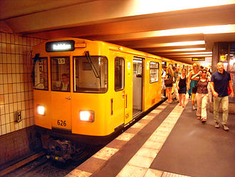 Stadtmitte (Berlin U-Bahn) - Ruhleben-bound train at U2 platform, Stadtmitte U-Bahn station