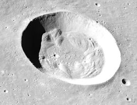 Survol de Bessel par la mission Apollo 15.