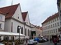 Betlémské náměstí, Betlémská kaple a čo. 8 a 6.jpg