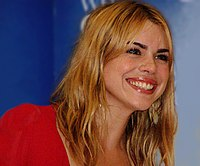 Billie Piper under en boksignering 2004.