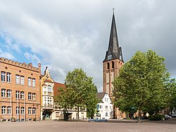 Bitterfeld Kirchplatz St Antonius-02.jpg