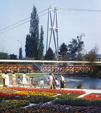 G59 – 1st Swiss Horticulture Exhibition - Flower parterre in Belvoirpark. In the background are two pillars from the cable car.