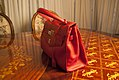 Bolsa-couro-vermelho-gianni-versace-3 (24845785251).jpg