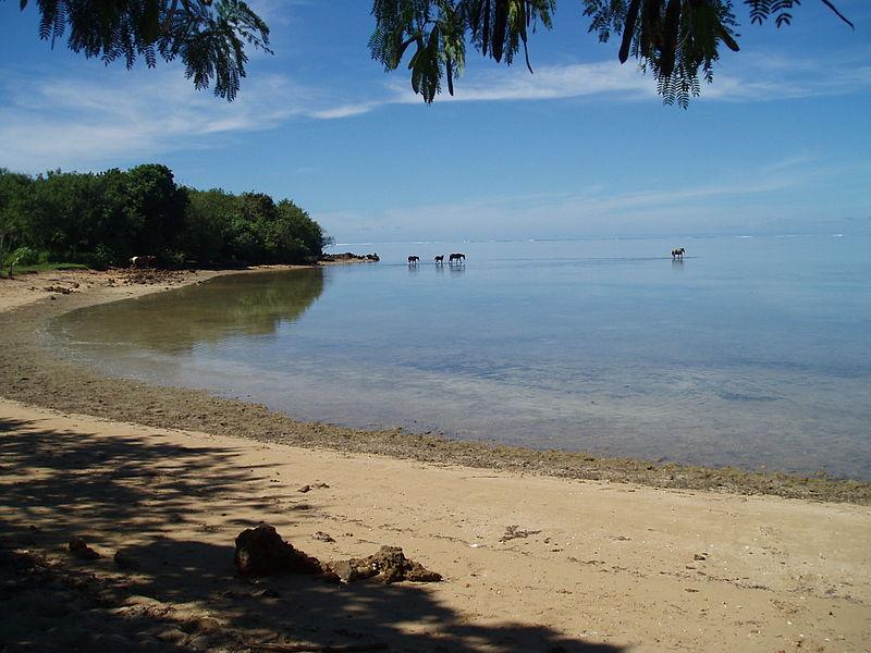 File:Bourewa Beach.JPG