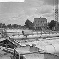 Bouw IJtunnel, overzicht werkzaamheden in het bouwdok in Tuindorp Oostzaan, Bestanddeelnr 916-6061.jpg
