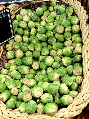 English: Brussel sprouts in grocery store, Cam...