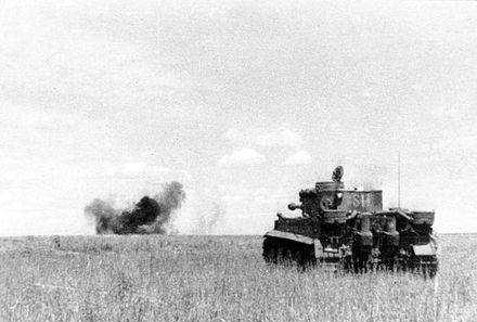 A German Tiger I tank in combat during the Battle of Kursk in 1943 Bundesarchiv Bild 101III-Groenert-019-23A, Schlacht um Kursk, Panzer VI (Tiger I).jpg