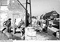 Bundesarchiv Bild 183-1986-0322-002, Passow, Renovierung eines Bauernhauses.jpg