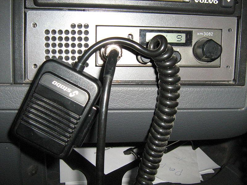 File:CB-Funkgerät im LKW.JPG