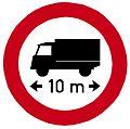 CZ-B17 Zákaz vjezdu vozidel nebo souprav, jejichž délka přesahuje vyznačenou mez (2016).jpg