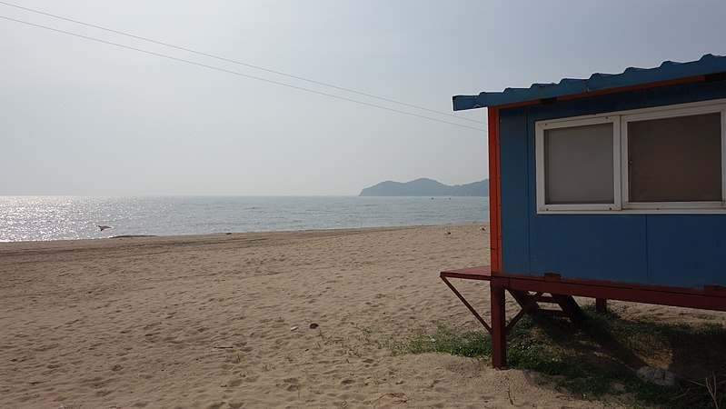 File:Cabana at Hanagae Beach, Muuido.jpg