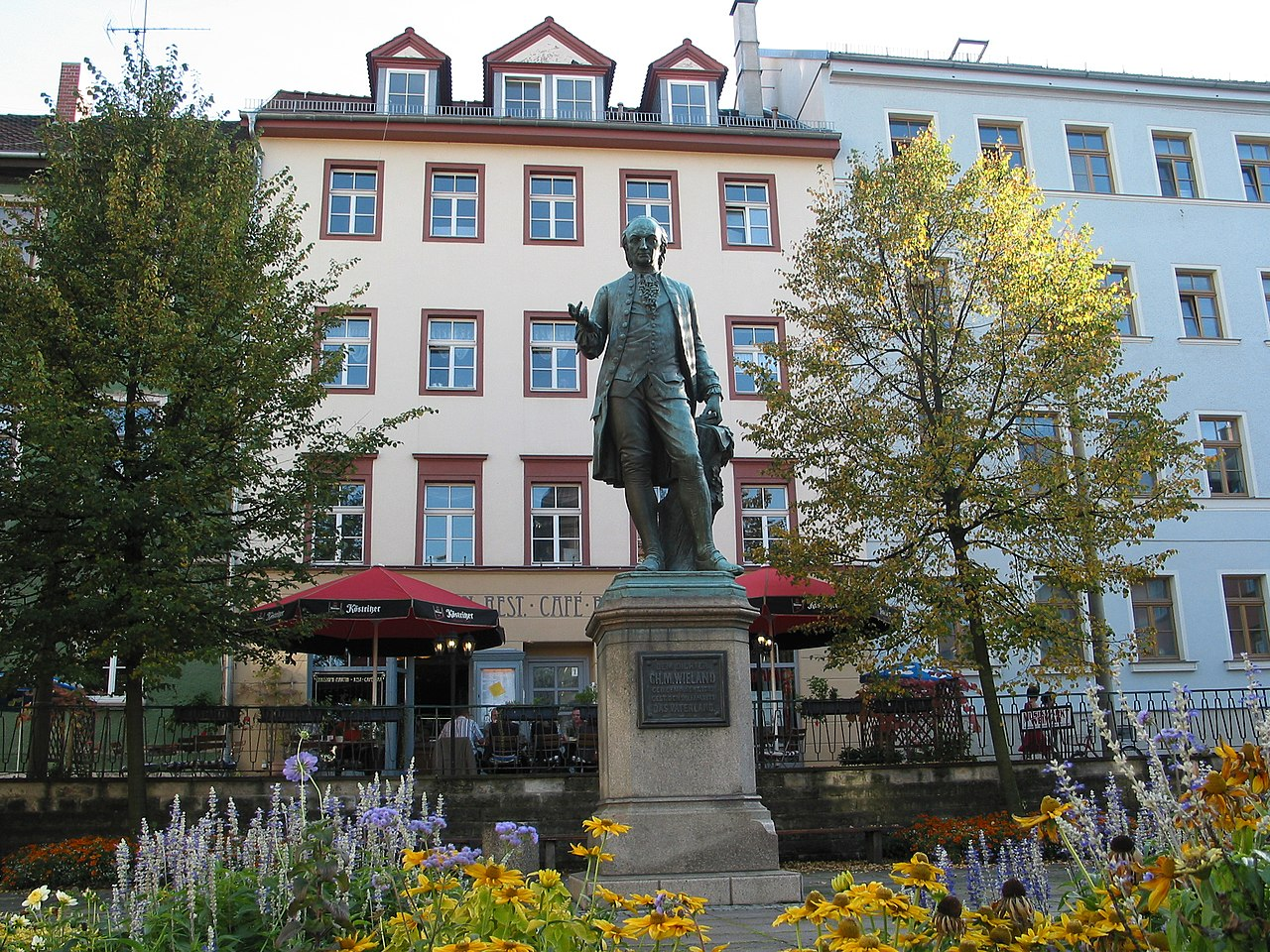 File:Ch. M. Wieland Denkmal am Wieland-Platz - panoramio.jpg ...