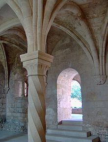 Chapter house, Abbaye de Silvacane, La Roque d'Anthéron.JPG