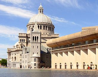 The First Church of Christ, Scientist - The original Mother Church (1894) and behind it the domed Mother Church Extension (1906); on the right, the brutalist Colonnade building (1972). The reflecting pool is in the foreground.
