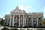 Type of site: City Hall. The Market Square was the centre around which the city of Kimberley grew. It was the scene of many important events in the history of this city, and of South Africa and Zimbabwe.  The City Hall was designed by F C Rogers in the neo-classical style.