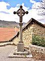 Croix de parvis, devant l'église.jpg