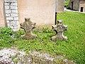 Croix monolithiques, devant l'église. Montussaint.jpg
