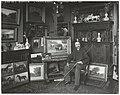 De kunstenaar Willem Carel Nakken in zijn atelier in Den Haag, RP-F-00-6694.jpg