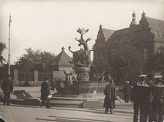 Dragon Fountain, Copenhagen - The plaster model on display in 1915