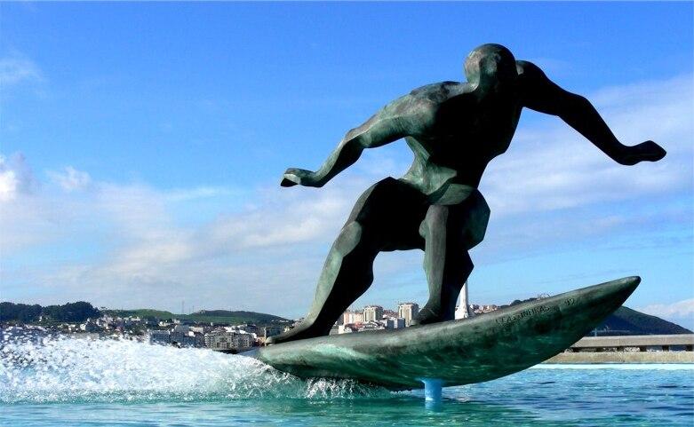 Escultura na Coruña. Surf