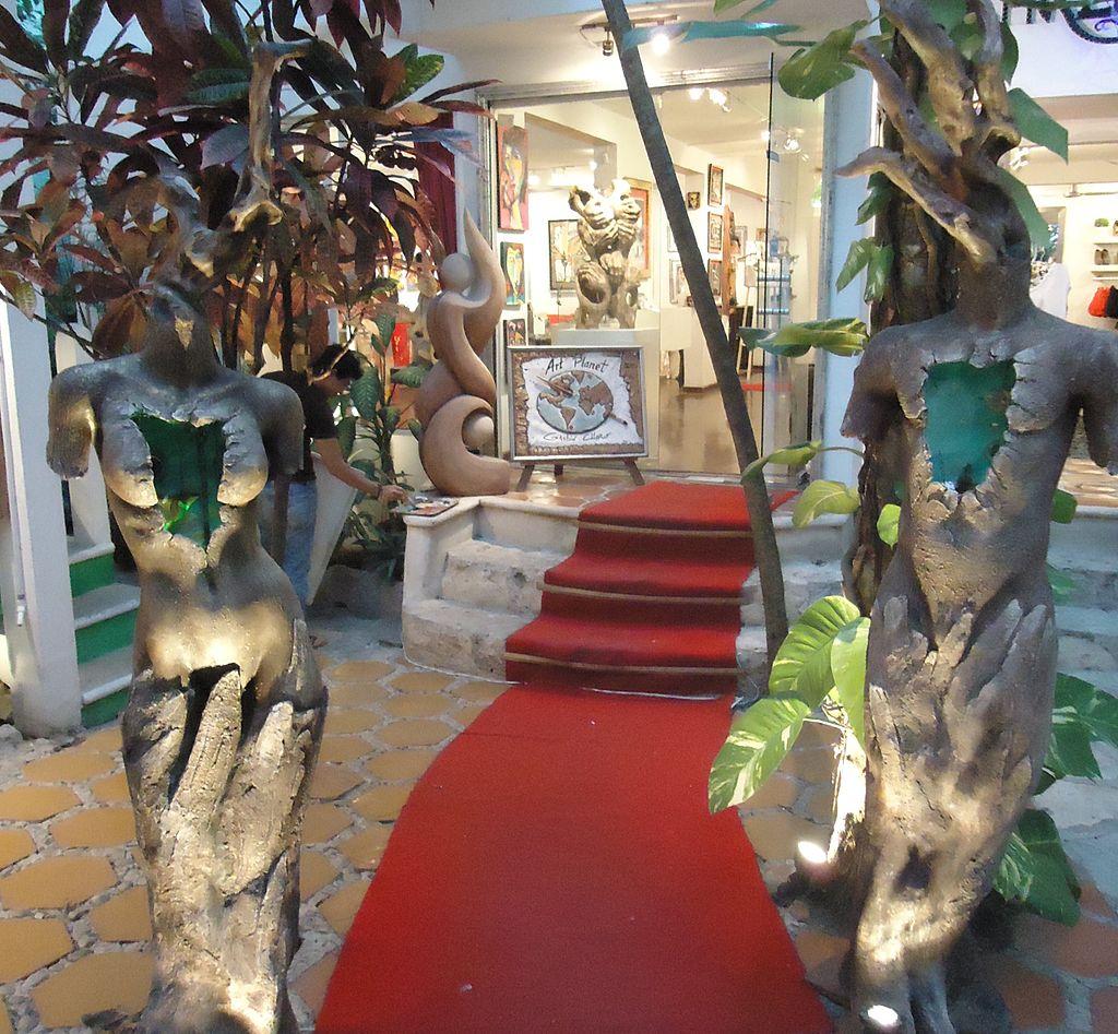 Esculturas de Gaston Charó, Galeria de arte en la 5ta avenida de Playa del Carmen