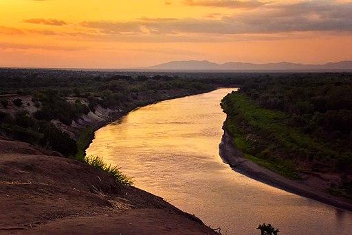 Evening, Omo River, Ethiopia (22615287108)