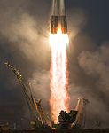 Expedition 46 Launch (NHQ201512150013).jpg