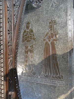 """John Twynyho - Monumental brass of Alice Twynyho (d.1471) and her husband John Tame (d.1500),  """"Founder's Tomb"""",  Fairford Church, Gloucestershire. The arms of Twynyho are shown above Alice's figure"""