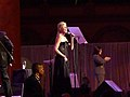 Faith Hill belting it out (3240858715).jpg