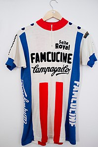 Famcucine-Campagnolo jersey (9615955452).jpg