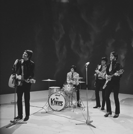 The Kinks in 1967 in het televisieprogramma Fanclub