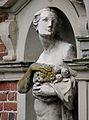 Figurinde med blomster (Frederiksborg Slot).JPG
