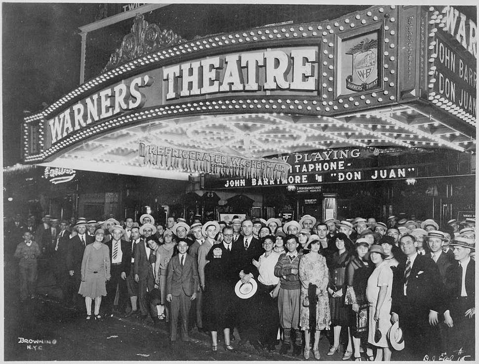 First-nighters posing for the camera outside the Warners%27 Theater before the premiere of %22Don Juan%22 with John Barrymore, - NARA - 535750