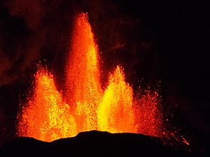 Baugur (crater) - Lava fountains on 13 September 2014 at the fissure's main crater named Baugur.