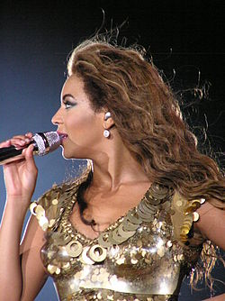 Flickr - smilesea - Beyoncé Newcastle 2009 (16).jpg