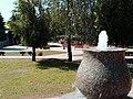 Fontánka v parku - panoramio.jpg
