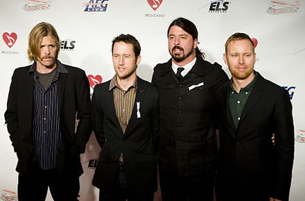 Foo Fighters in 2009. From left to right: Hawkins, Shiflett, Grohl, Mendel Foo Fighters 2009.jpg