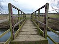 Footbridge across the River Welland (geograph 3405030).jpg