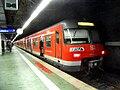 Frankfurter (Main) Flughafen Regionalbahnhof- auf Bahnsteig zu Gleis 3- S-Bahn Rhein-Main 420 227-8 18.10.2009.jpg